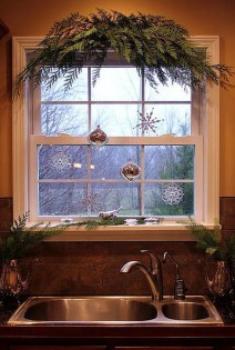 Adorable Rustic Christmas Kitchen Decoration Ideas 58