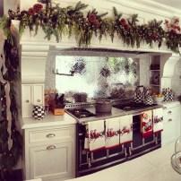 Adorable Rustic Christmas Kitchen Decoration Ideas 61