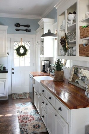 Adorable Rustic Christmas Kitchen Decoration Ideas 69