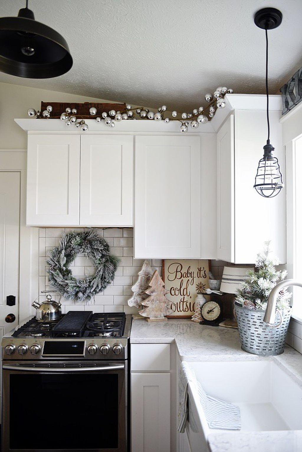 Adorable Rustic Christmas Kitchen Decoration Ideas 82
