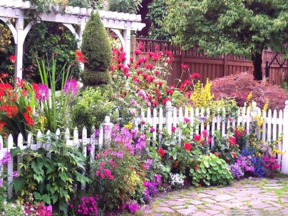 Cozy And Relaxing Country Garden Decoration Ideas You Will Totally Love 18