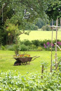 Cozy And Relaxing Country Garden Decoration Ideas You Will Totally Love 21