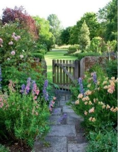 Cozy And Relaxing Country Garden Decoration Ideas You Will Totally Love 32