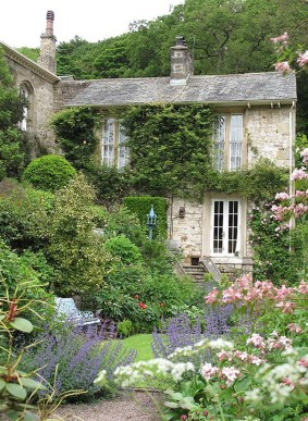 Cozy And Relaxing Country Garden Decoration Ideas You Will Totally Love 58