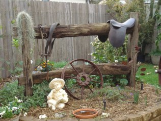 Cozy And Relaxing Country Garden Decoration Ideas You Will Totally Love 78