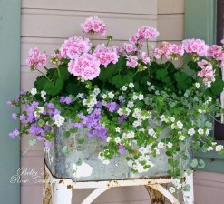 Cozy And Relaxing Country Garden Decoration Ideas You Will Totally Love 81