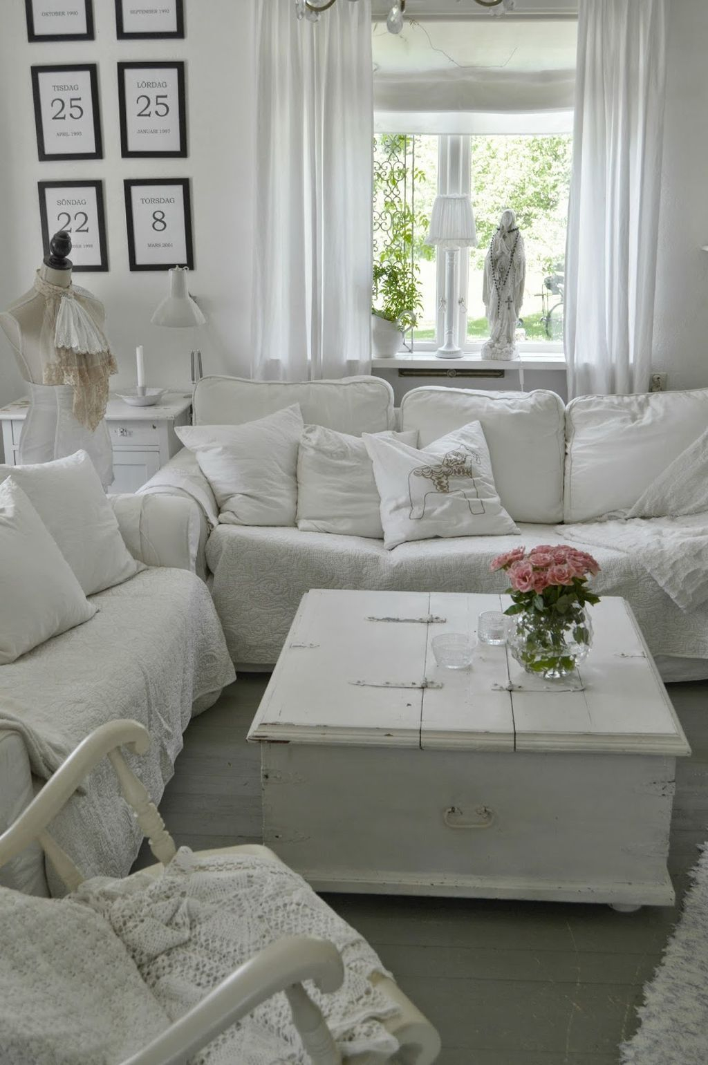Creative DIY Shabby Chic Decoration Ideas For Your Living Room 65