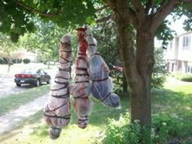 Creepy But Creative DIY Halloween Outdoor Decoration Ideas 13
