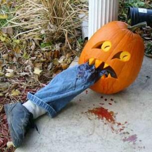 Creepy But Creative DIY Halloween Outdoor Decoration Ideas 20