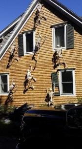 Creepy But Creative DIY Halloween Outdoor Decoration Ideas 21