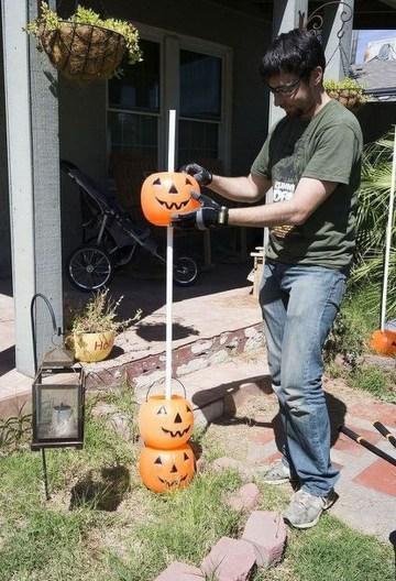 Creepy But Creative DIY Halloween Outdoor Decoration Ideas 34