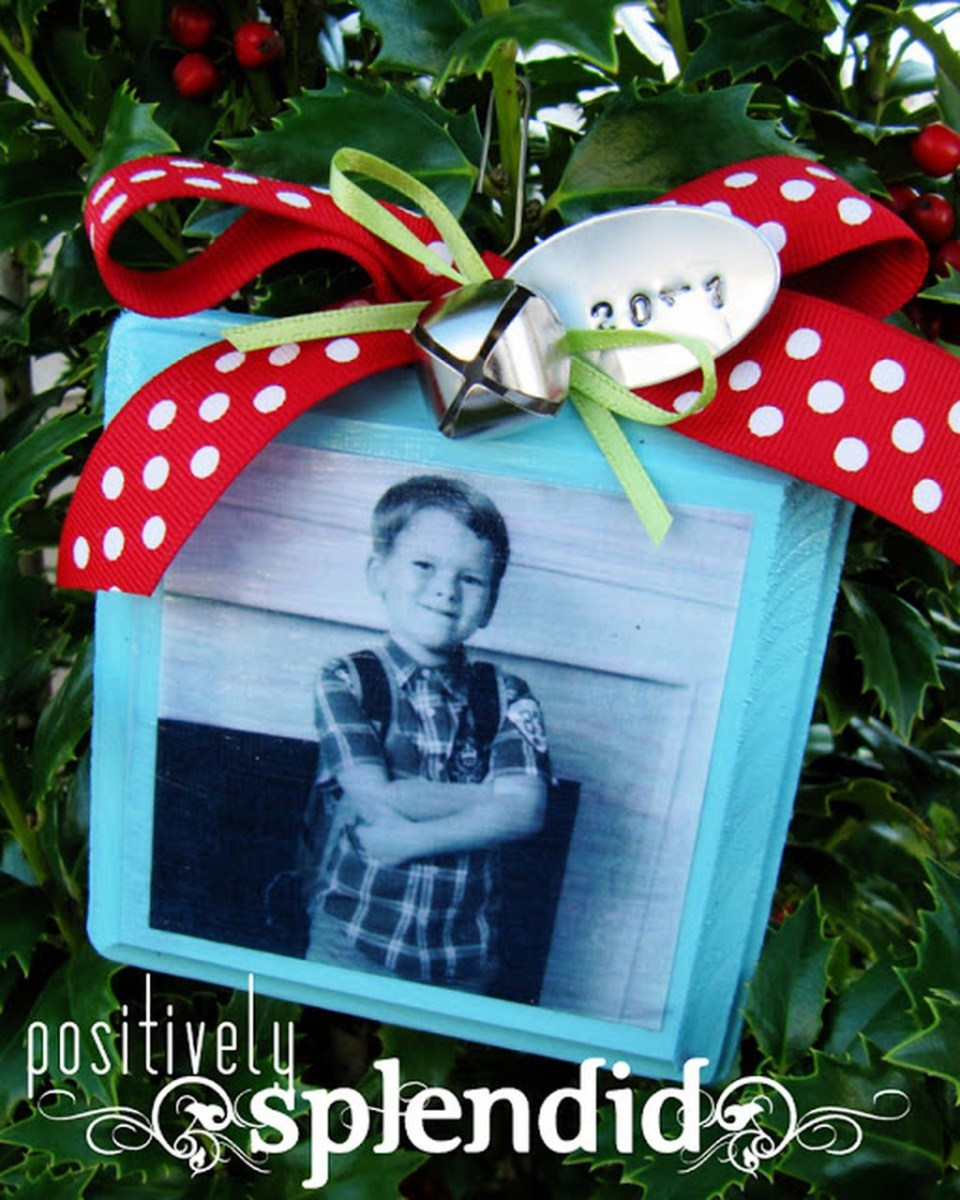 Easy And Creative DIY Photo Christmas Ornaments Ideas 04