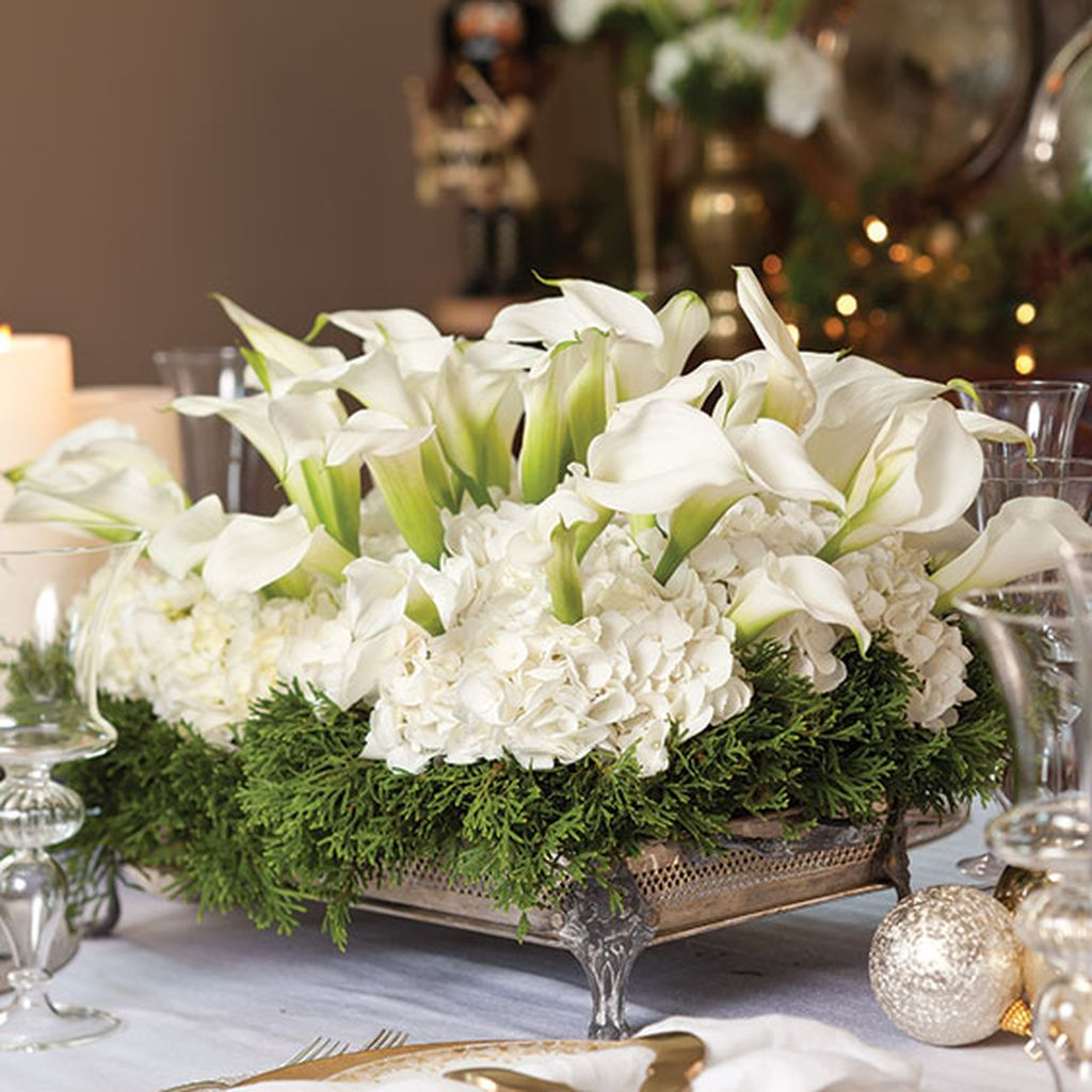 Easy And Simple Christmas Table Centerpieces Ideas For Your Dining Room 01
