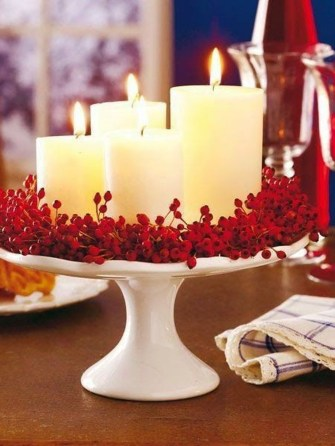 Easy And Simple Christmas Table Centerpieces Ideas For Your Dining Room 13