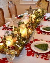 Easy And Simple Christmas Table Centerpieces Ideas For Your Dining Room 14