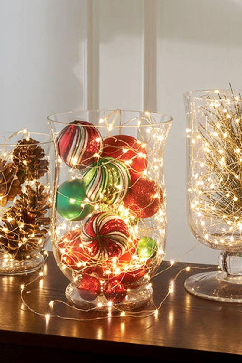 Easy And Simple Christmas Table Centerpieces Ideas For Your Dining Room 23