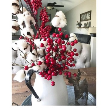 Easy And Simple Christmas Table Centerpieces Ideas For Your Dining Room 24