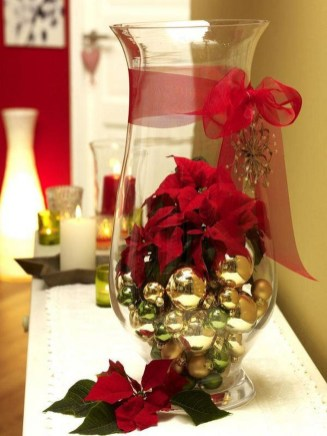 Easy And Simple Christmas Table Centerpieces Ideas For Your Dining Room 26