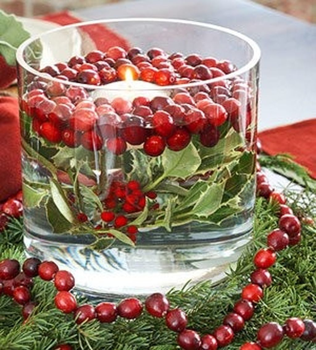 Easy And Simple Christmas Table Centerpieces Ideas For Your Dining Room 37