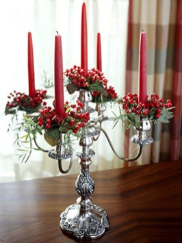 Easy And Simple Christmas Table Centerpieces Ideas For Your Dining Room 42