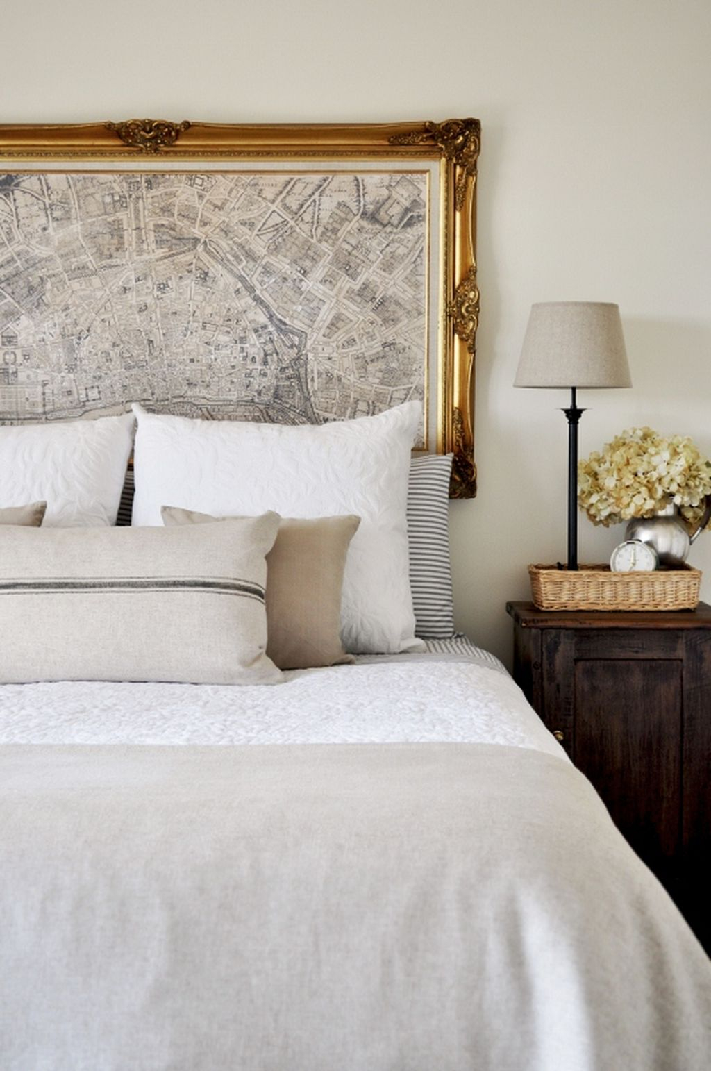 Gorgeous Vintage Master Bedroom Decoration Ideas 40