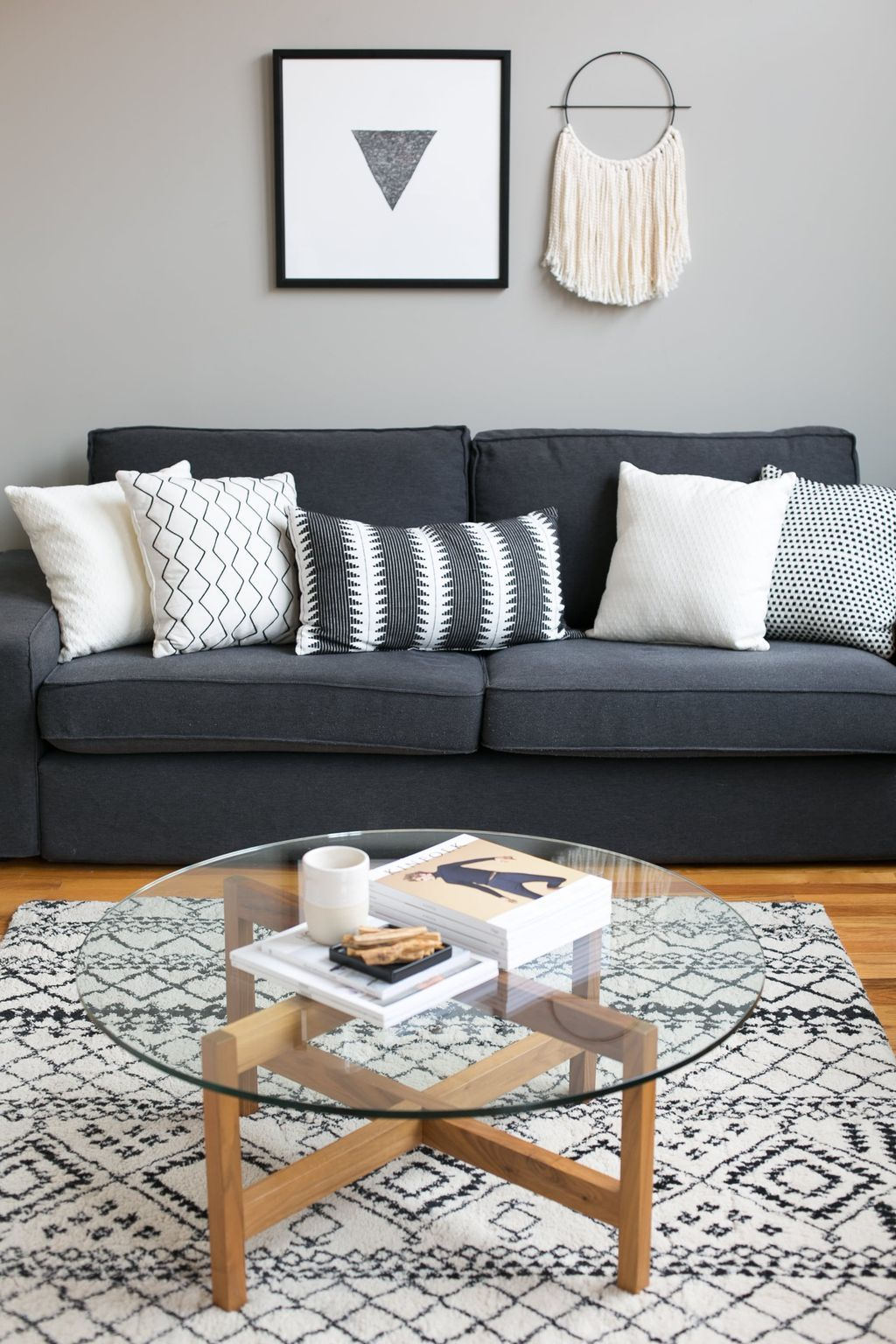 Incredible Industrial Farmhouse Coffee Table Ideas 33