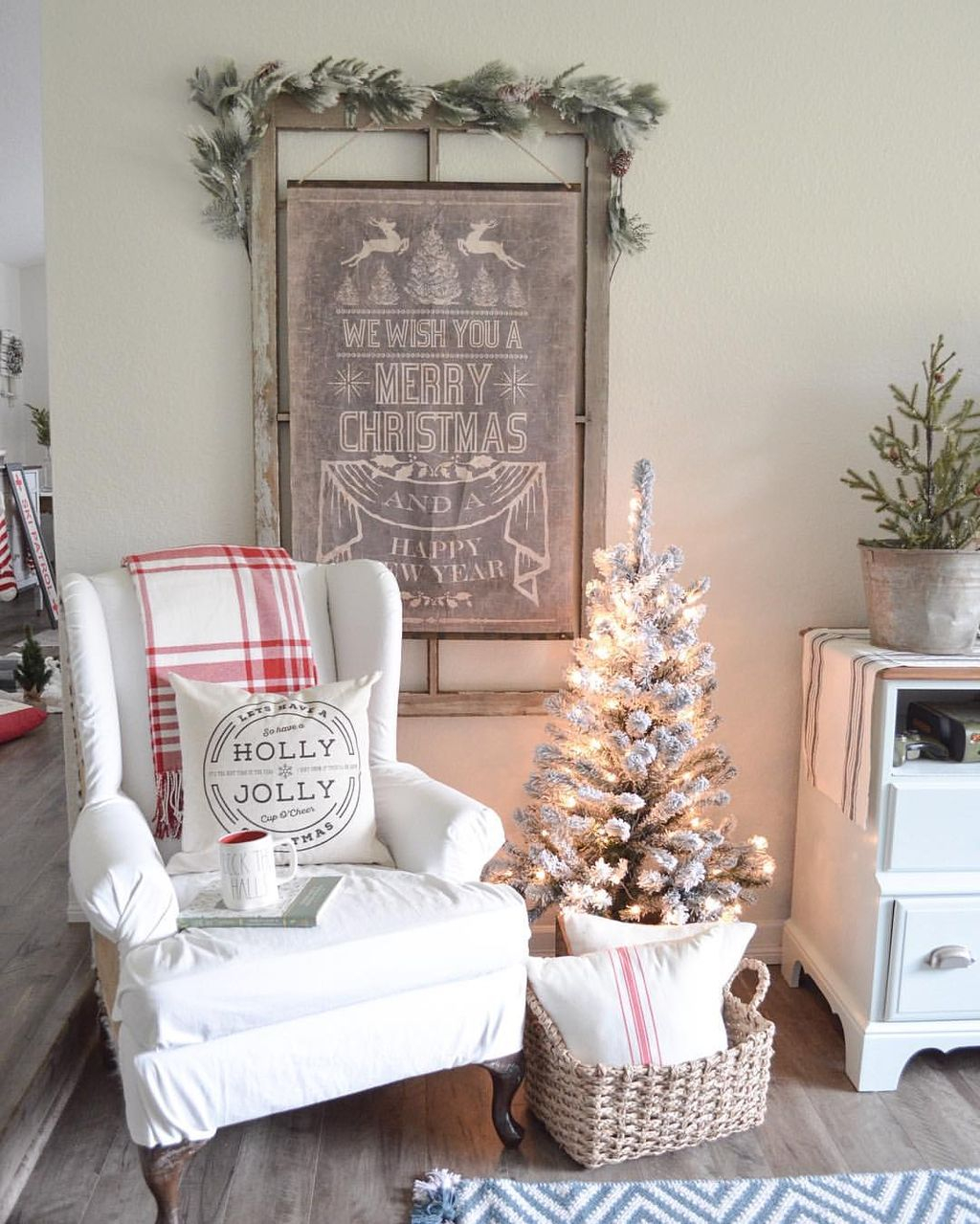 Incredible Rustic Farmhouse Christmas Decoration Ideas 05