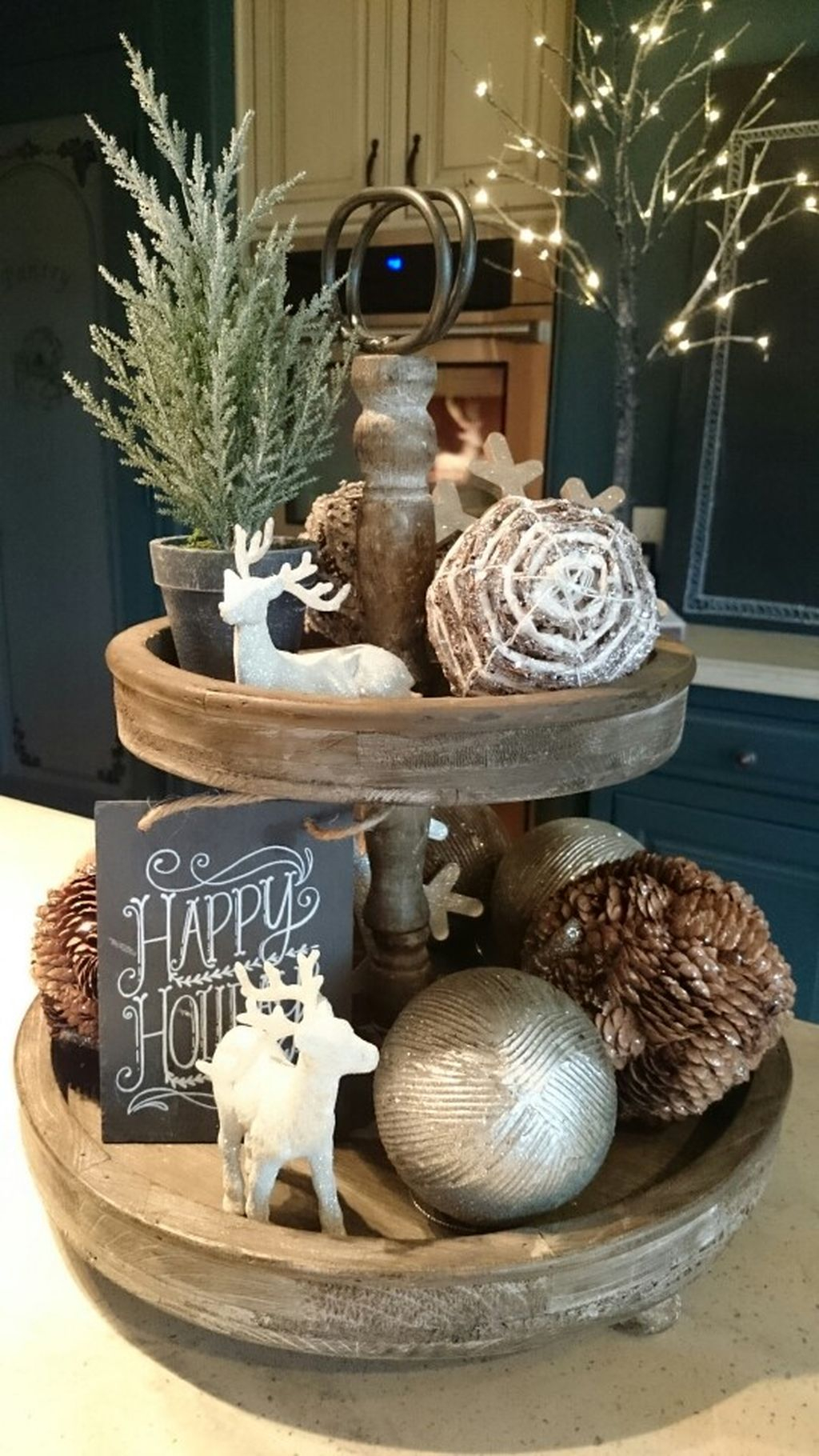 Incredible Rustic Farmhouse Christmas Decoration Ideas 14
