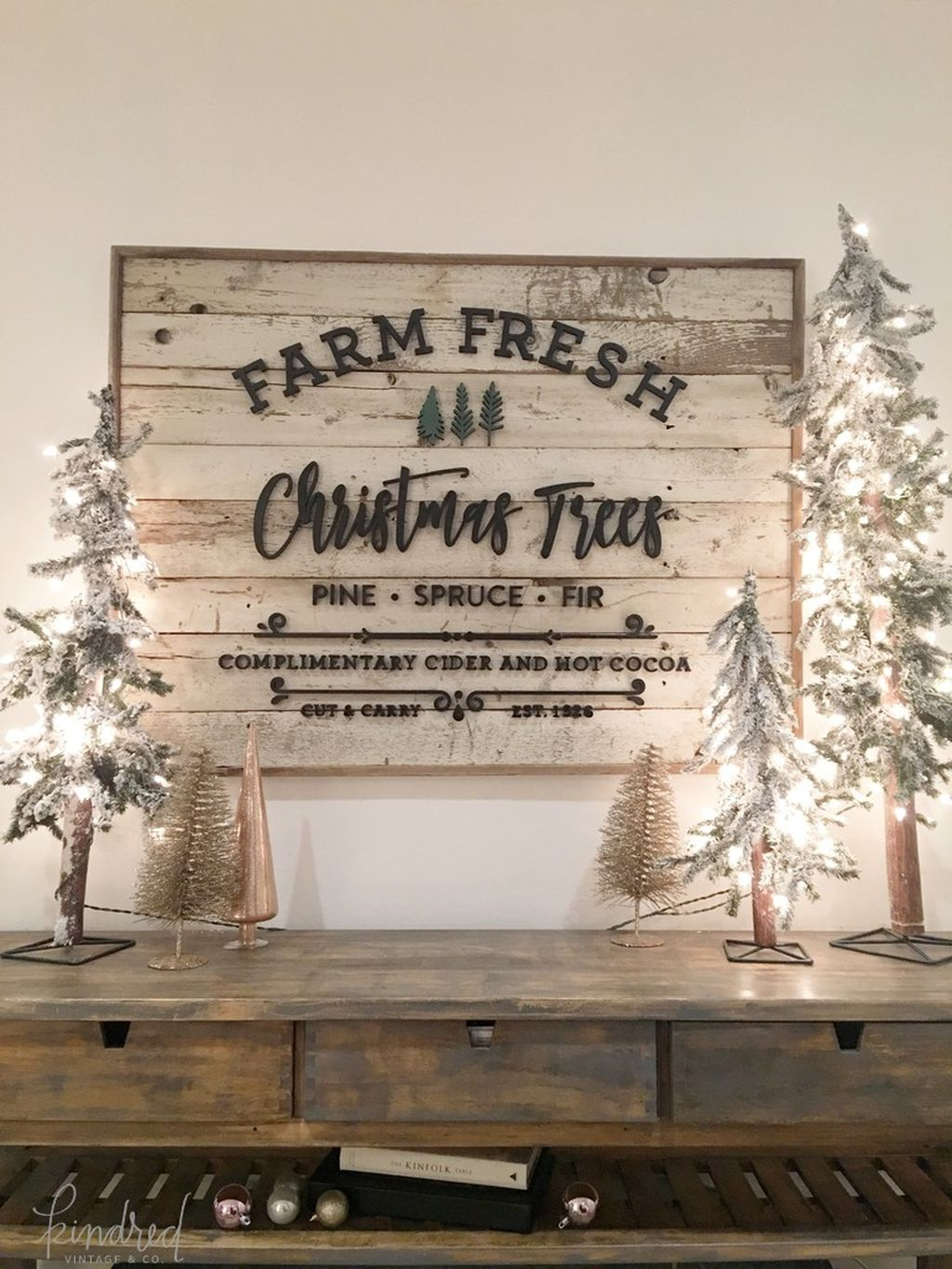 Incredible Rustic Farmhouse Christmas Decoration Ideas 20