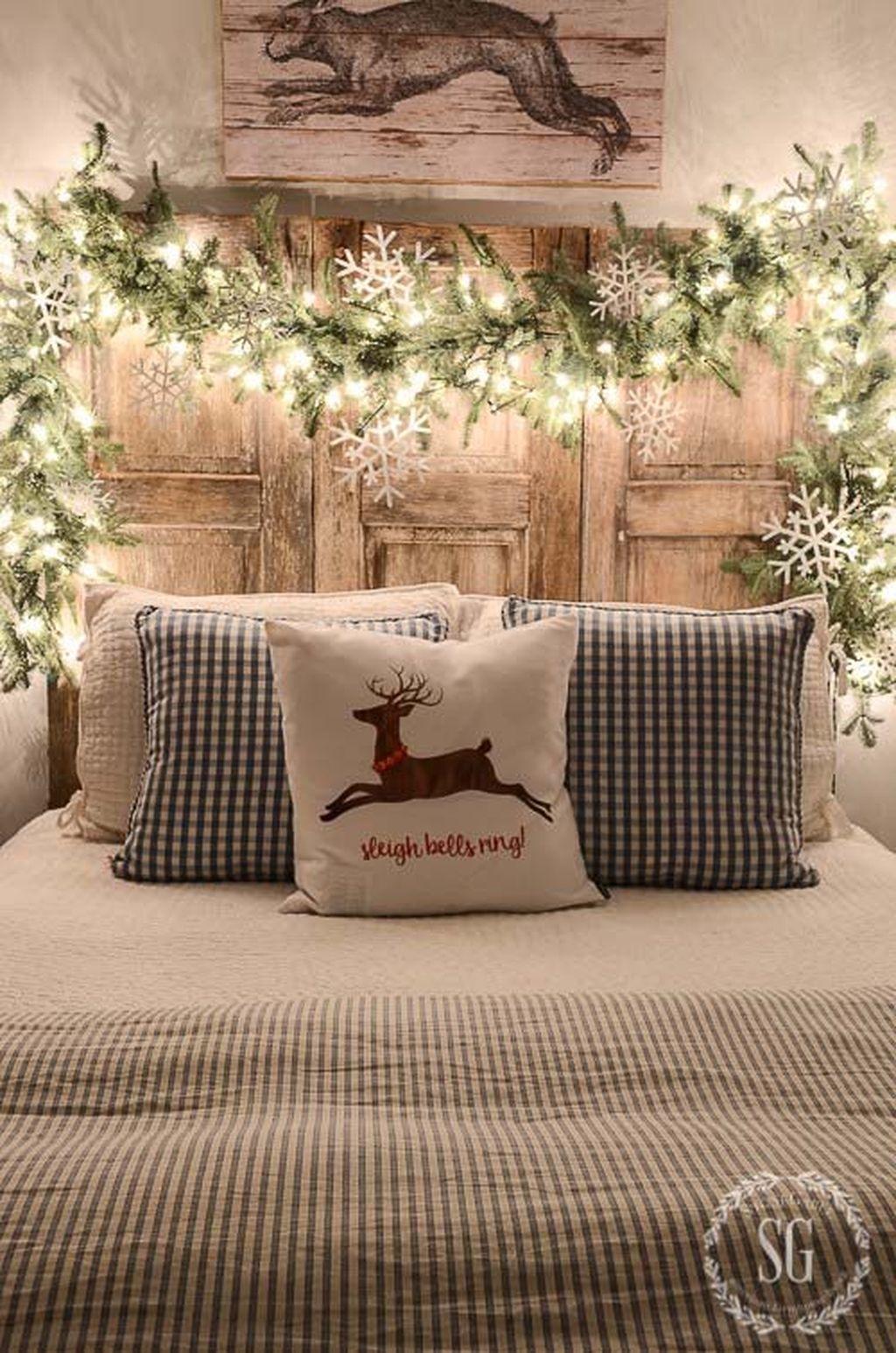 Incredible Rustic Farmhouse Christmas Decoration Ideas 23