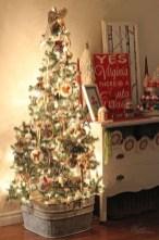 Incredible Rustic Farmhouse Christmas Decoration Ideas 27