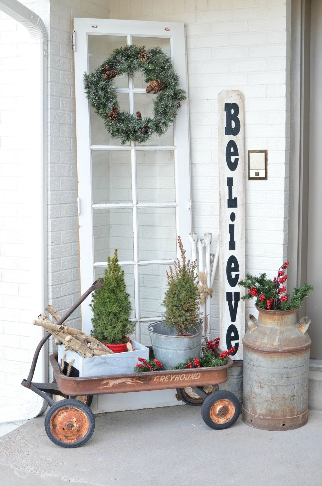 Incredible Rustic Farmhouse Christmas Decoration Ideas 35