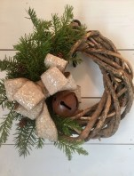 Incredible Rustic Farmhouse Christmas Decoration Ideas 36