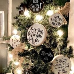 Incredible Rustic Farmhouse Christmas Decoration Ideas 47