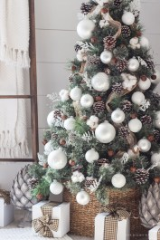 Incredible Rustic Farmhouse Christmas Decoration Ideas 50
