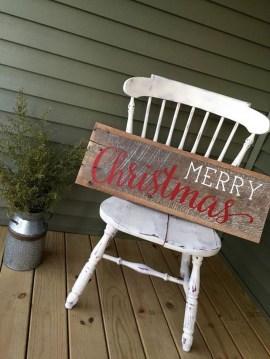 Incredible Rustic Farmhouse Christmas Decoration Ideas 59