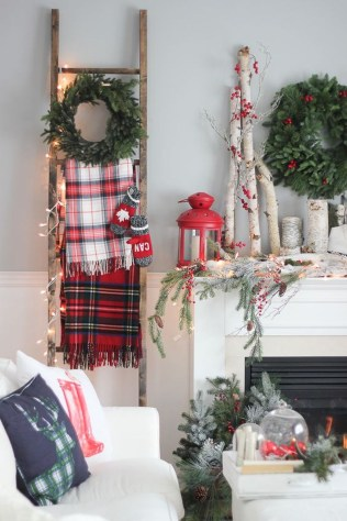 Incredible Rustic Farmhouse Christmas Decoration Ideas 70