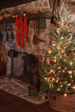 Inspiring Rustic Christmas Tree Decoration Ideas For Cheerful Day 26