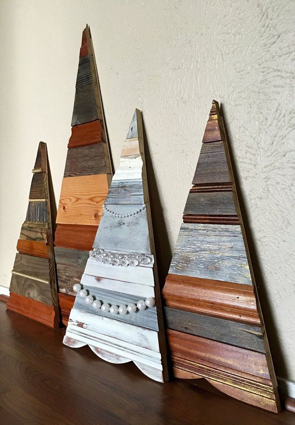 Inspiring Rustic Christmas Tree Decoration Ideas For Cheerful Day 29