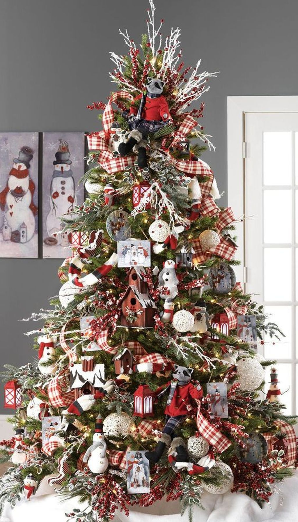 Inspiring Rustic Christmas Tree Decoration Ideas For Cheerful Day 40