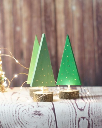 Inspiring Rustic Christmas Tree Decoration Ideas For Cheerful Day 44