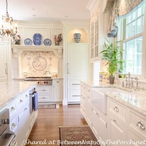 Inspiring Traditional Victorian Kitchen Remodel Ideas 30