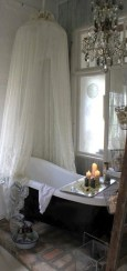 Romantic And Elegant Bathroom Design Ideas With Chandeliers 23
