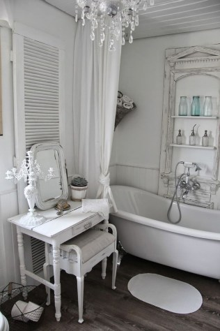 Romantic And Elegant Bathroom Design Ideas With Chandeliers 31