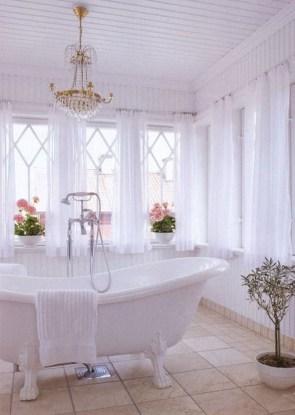 Romantic And Elegant Bathroom Design Ideas With Chandeliers 81