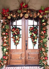Simple But Beautiful Front Door Christmas Decoration Ideas 10