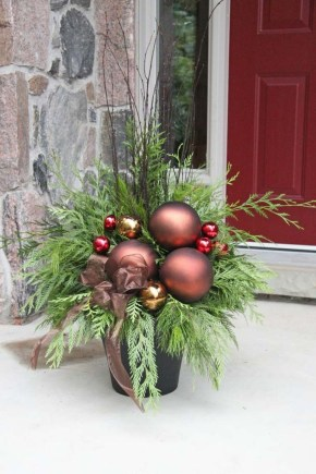 Simple But Beautiful Front Door Christmas Decoration Ideas 17