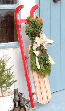 Simple But Beautiful Front Door Christmas Decoration Ideas 25