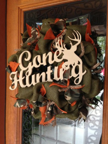 Simple But Beautiful Front Door Christmas Decoration Ideas 26