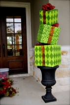 Simple But Beautiful Front Door Christmas Decoration Ideas 28